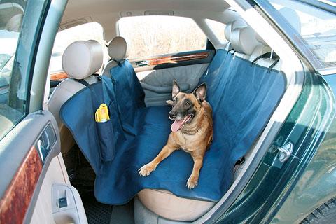 Paklotas šuniui į automobilį ant galinių sėdynių